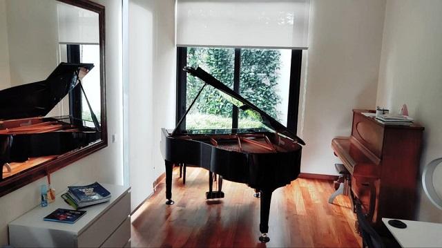 Bàn giao piano cho khách hàng